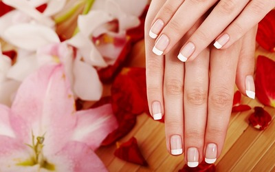 Gelish Manicure with Return Soak-Off for 1 Person (1 Session)