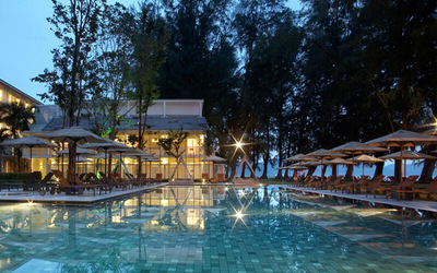 Lone Pine Hotel: 2D1N Stay in Grand Deluxe Suite with Breakfast for 2 People