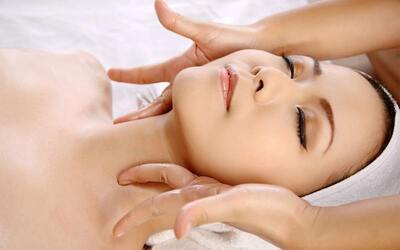 1-Hour Bio-Laser Light therapy + Customized Facial + Mask + Lymphatic Massage for 1 person