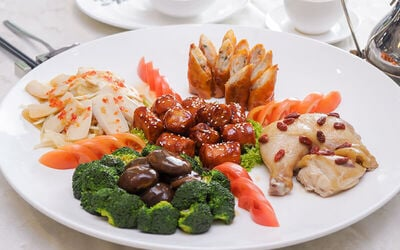 [CNY] Five Variety Hot and Cold Platter + Complimentary Mini Yee Sang for 10 People