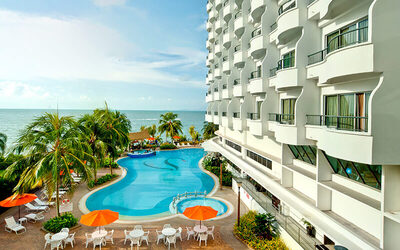 2D1N Stay in Three Bedroom Suite with Breakfast for 6 People