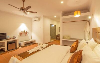 Siem Reap: 3D2N Stay in Deluxe Room with Breakfast for 2 People