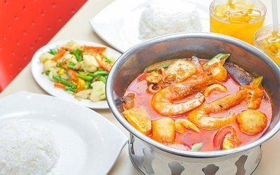 Claypot Mixed Seafood Curry with Drinks for 2 People