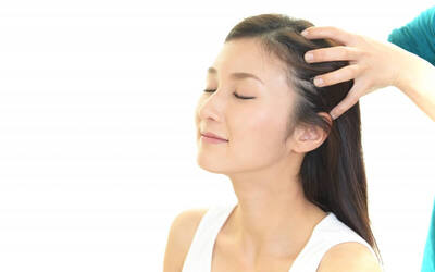 Water Injection Hair Treatment + Totok Kepala + Scrub 1⁄2 Badan + Ozone + Oksigen + Blow + Foot Massage