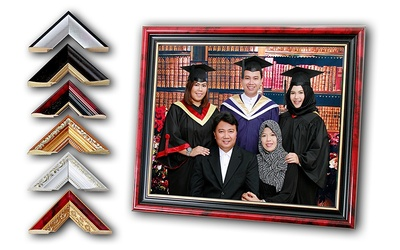 Graduation Studio Photoshoot + Photo Frame for 1 – 8 People