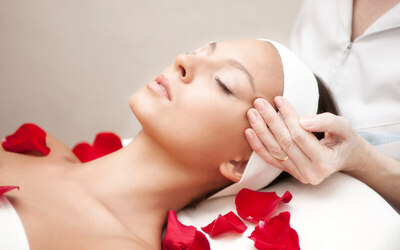 3-Hour Aqua Moist Facial and Aromatherapy Massage for 1 Person