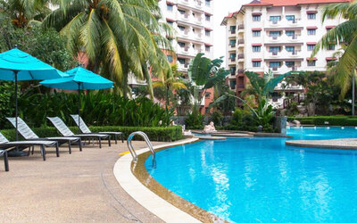 Batam: 2D1N Stay at Holiday Inn Resort with Return Ferry for 1 Person