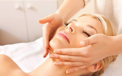 Anti-Aging Peel with Neck Detox Massage + LPG Glow Lifting Therapy for 1 Person