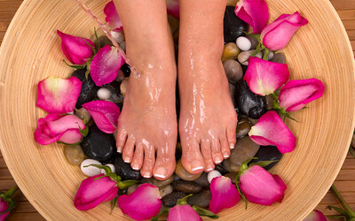 60-Minute Foot Reflexology with Herbal Foot Mask for 1 Person