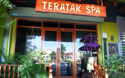 2-Hour Holistic / Teratak Full Body Massage + Bertangas (Vaginal Steaming) + Foot Soak + Foot Scrub for 1 Person