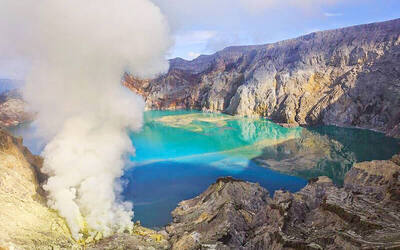 Surabaya: 5D4N Mount Ijen Tour + Hotel Stay for 1 Person