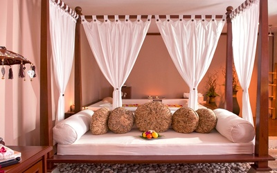 1.5-Hour Bali Bliss Aromatherapy Massage with Facial for 2 People