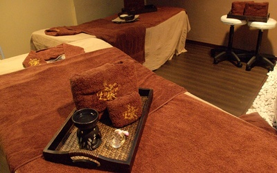 Full Body Balinese + Herbal Heat Ball Massage for 2 People