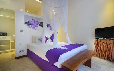 Seminyak: 2D1N at Family Private Pool Villa + Breakfast + 1x Airport Transfer (for 4)