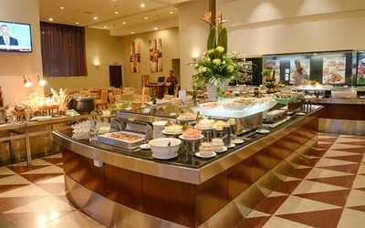 (Mon - Thu) International Buffet Dinner for 2 People